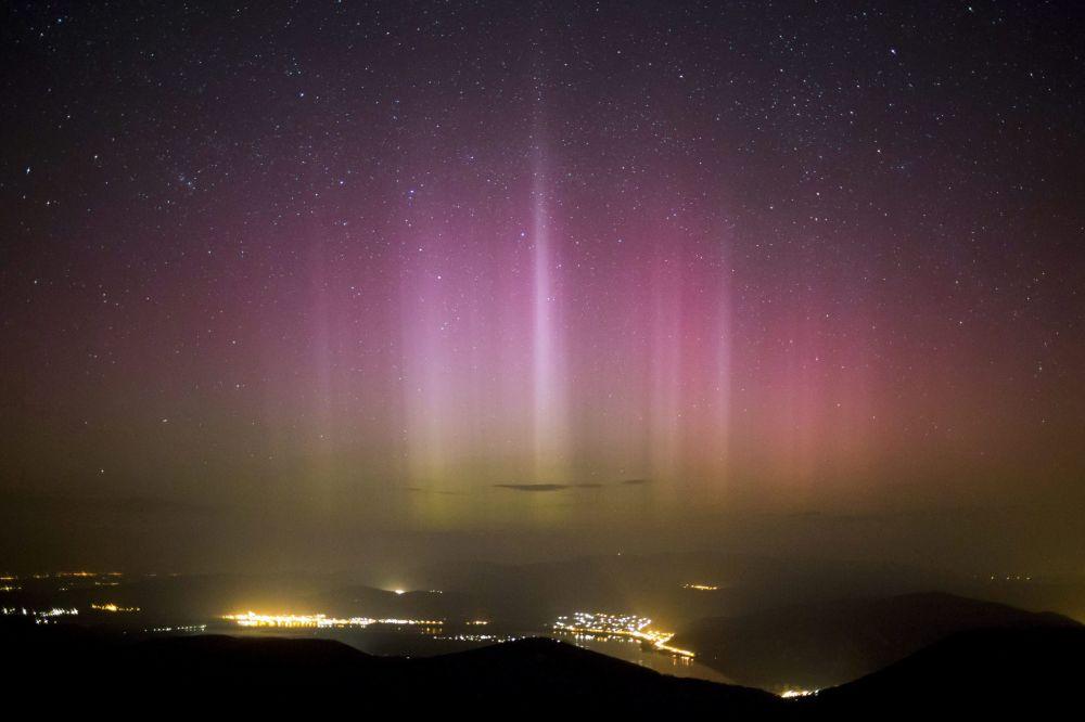 Zorza polarna w niebie na Węgrzech