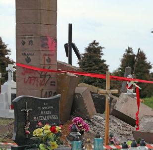 Demontaż pomnika UPA na cmentarzu komunalnym w Hruszowicach koło Przemyśla
