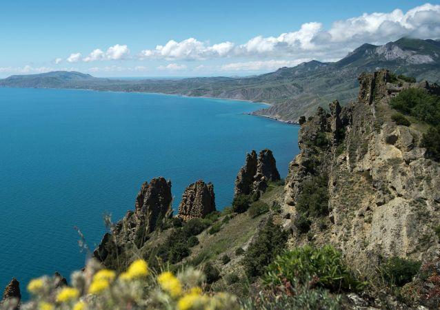 Wybrzeże Morza Czarnego ze szczytu masywu góskiego Karadah