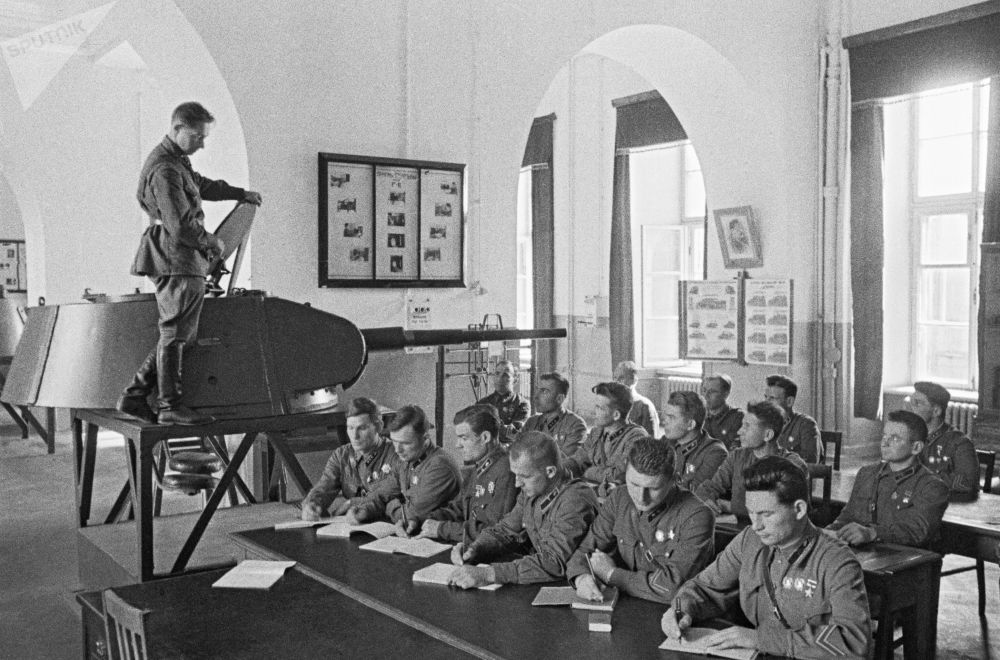 Absolwenci Wojskowej Akademii Wojsk Pancernych i Zmechanizowanych Armii Czerwonej im. I. W. Stalina. Moskwa, czerwiec 1941 r.