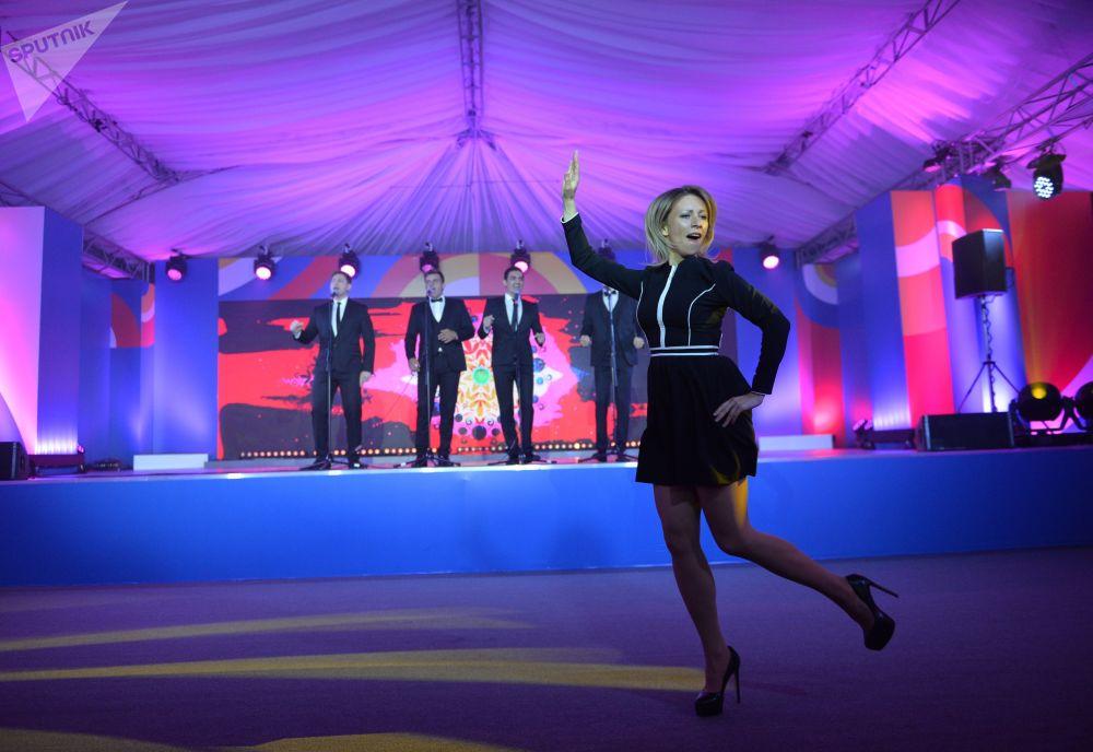 Rzeczniczka MSZ Federacji Rosyjskiej Maria Zacharowa podczas wykonywania tańca Kalinka w Soczi.