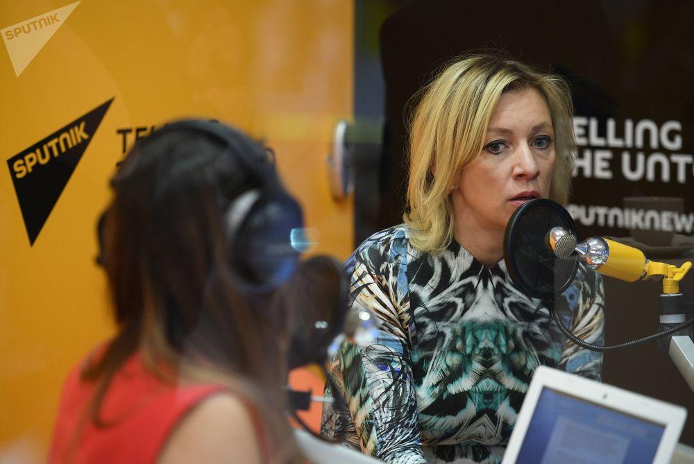 Rzeczniczka MSZ Federacji Rosyjskiej Maria Zacharowa udziela wywiadu stacji radiowej Sputnik w trakcie Międzynarodowego Forum Ekonomicznego 2017 w Petersburgu.