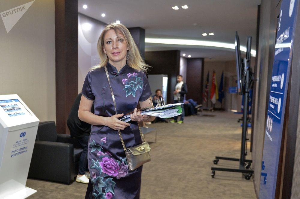 Szefowa Departamentu Informacji i Prasy MSZ FR Maria Zacharowa po zakończeniu briefingu w Soczi.