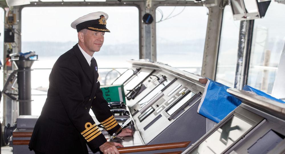 Kapitan największy okrętu Królewskiej Marynarki Wojennej Wielkiej Brytanii Królowa Elżbieta