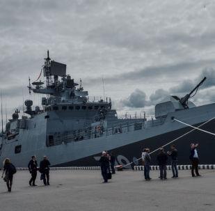 """Fregata """"Admirał Makarow"""" projektu 11356 na Międzynarodowym Salonie Morskiej Techniki Wojskowej w Sankt Petersburgu"""