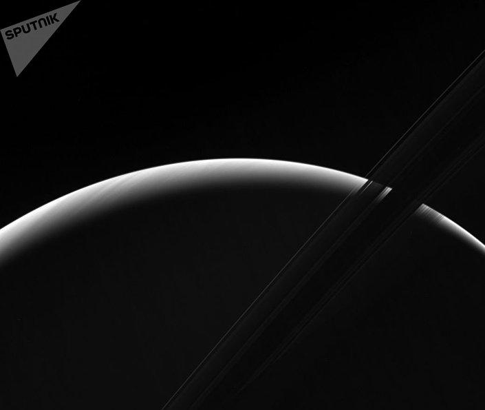 Wschód słońca na Saturnie