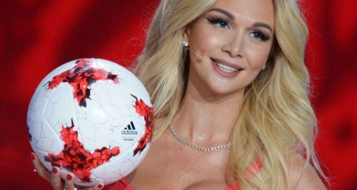 """Rosyjska fotomodelka i prezenterka telewizyjna Wiktoria Lopyrewa. Jest właścicielką tytułu """"Miss Rosji 2003"""" i ambasadorką Mistrzostw Świata w Piłce Nożnej 2018"""