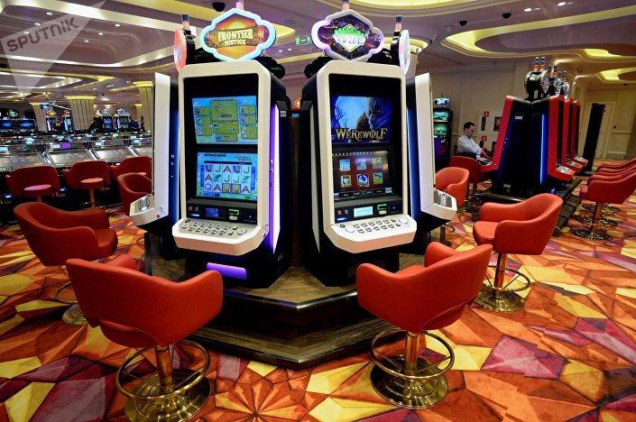 Automaty do gry w kasynie Tigre de Cristal, które znajduje się 50km od Władywostoku.
