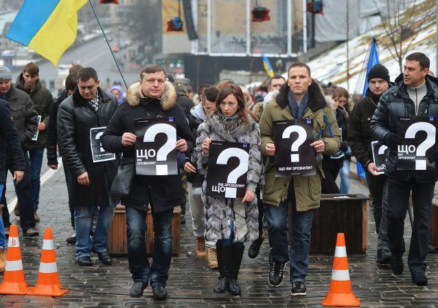 Uczestnicy akcji Upłynął rok. Co zrobiły władze? na placu Niezależności w Kijowie