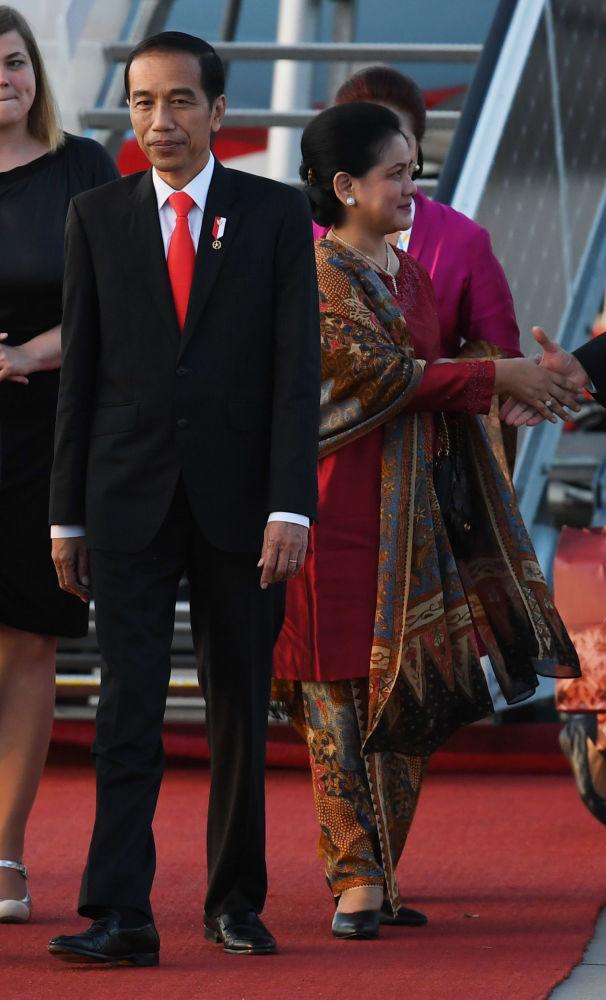 Prezydent Indonezji Joko Widodo z małżonką
