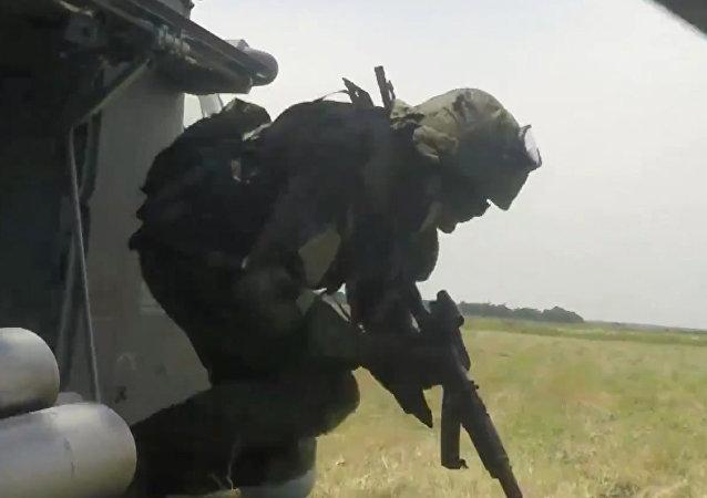 Desant bez spadochronu z Mi-35M w wykonaniu rosyjskiego specnazu