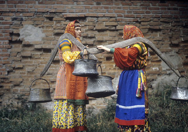 Kobiety w dawnych strojach kazackich.