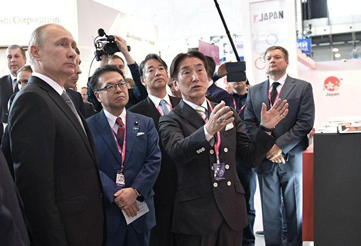 Prezydent Władimir Putin na wystawie Innoprom 2017