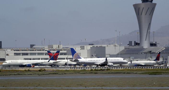 Samoloty na lotnisku w San Francisco