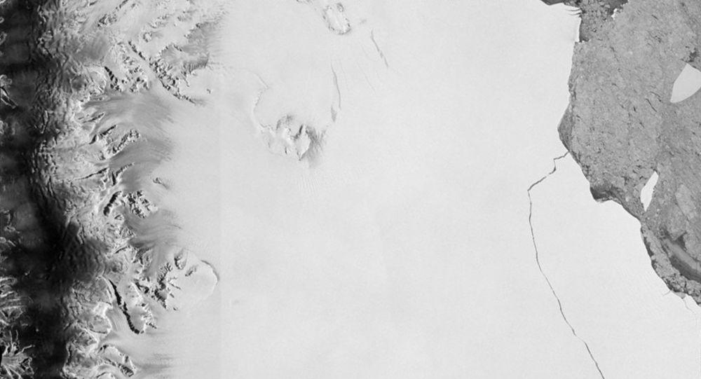 Ogromna góra lodowa o powierzchni 6000 kilometrów, odrywająca się od lodowca Larsen na Antarktydzie