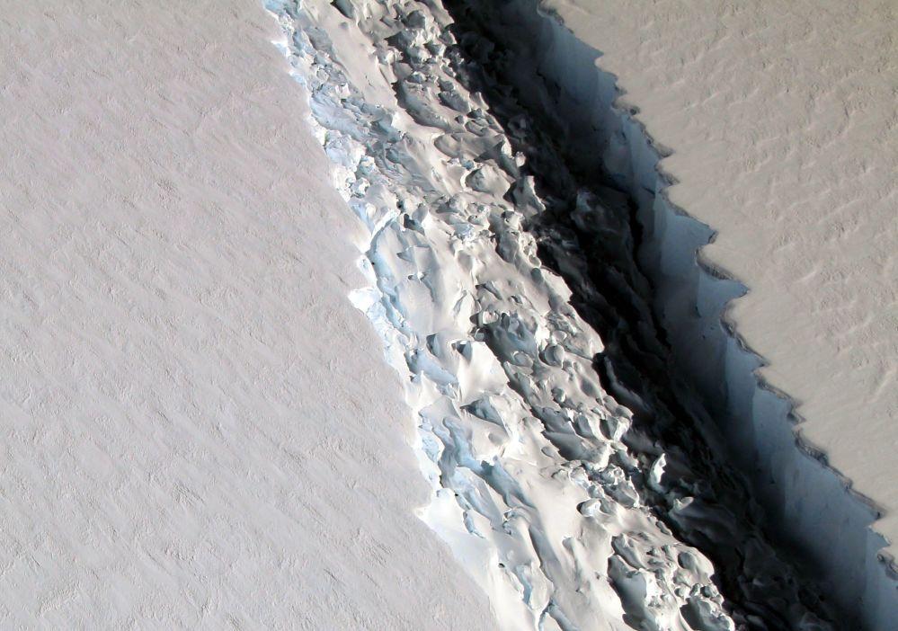 Pęknięcia na lodowcu Larsen C u wybrzeża Półwyspu Antarktycznego