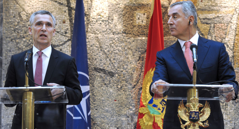 Sekretarz generalny NATO Jens Stoltenberg i premier Czarnogóry Milo Djukanovic
