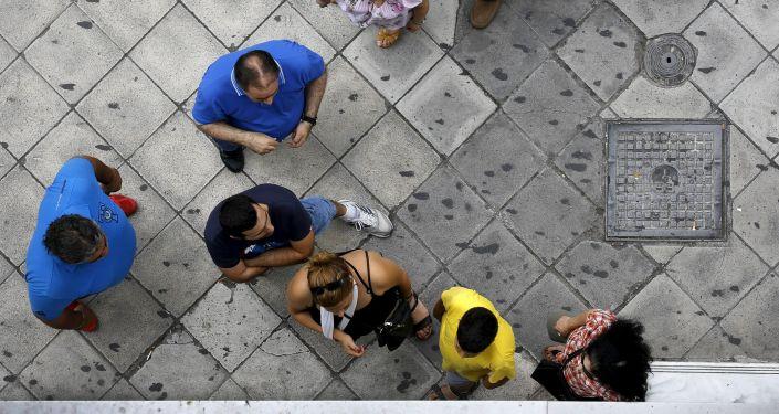 Kolejna przed bankomatem w Grecji