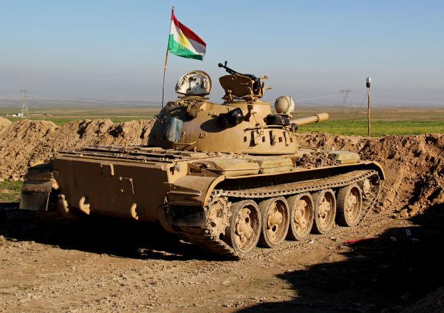 Czołg formacji wojskowej Peszmergowie w irackim Kurdystanie