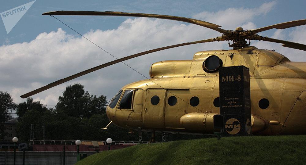 Złoty Mi-8 przed wjazdem na teren zakładu im. Mila