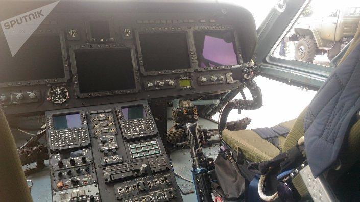 W kabinie Mi-38-2