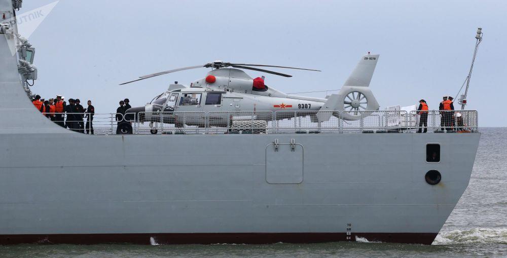 Niszczyciel rakietowy Hefei z oddziałem bojowych okrętów chińskich sił morskich przybył do portu w Bałtyjsku