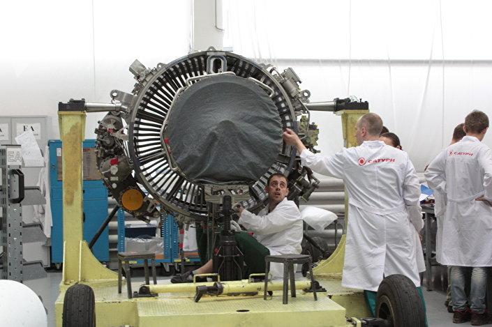 Montaż silnika SaM146 w zakładzie Saturn, Rybinsk