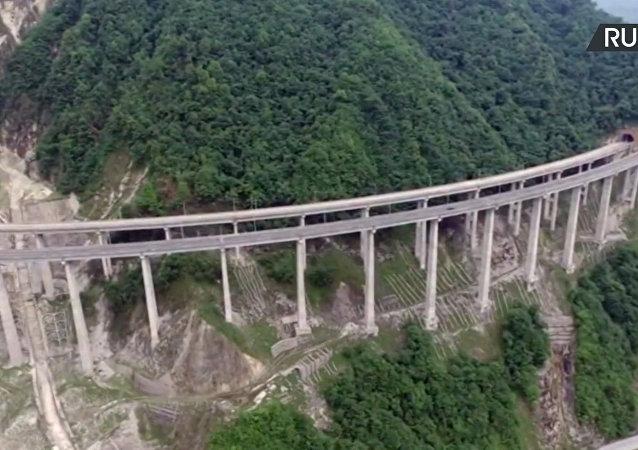 Najdłuższy na świecie betonowy most Ganhaizi został nagrany za pomocą drona