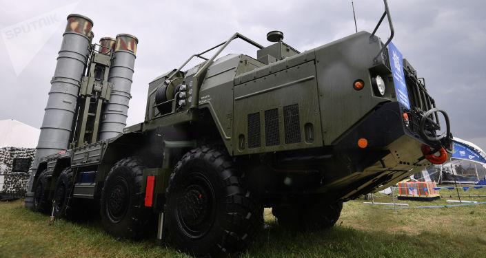 Wyrzutnia systemu S-400 Triumf na MAKS-2017