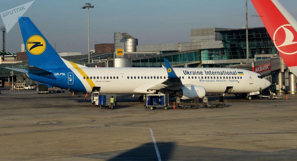 Samolot Boeing 737-900EA linii lotniczych Ukraine International Airlines (UIA)
