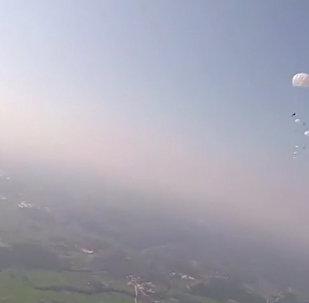Spadochronowe skoki próbne w Chinach