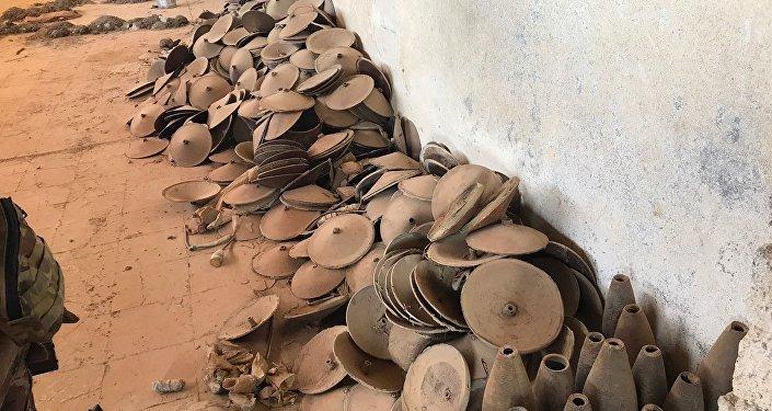 Elementy konstrukcji bomb z fabryki terrorystów z Mosulu