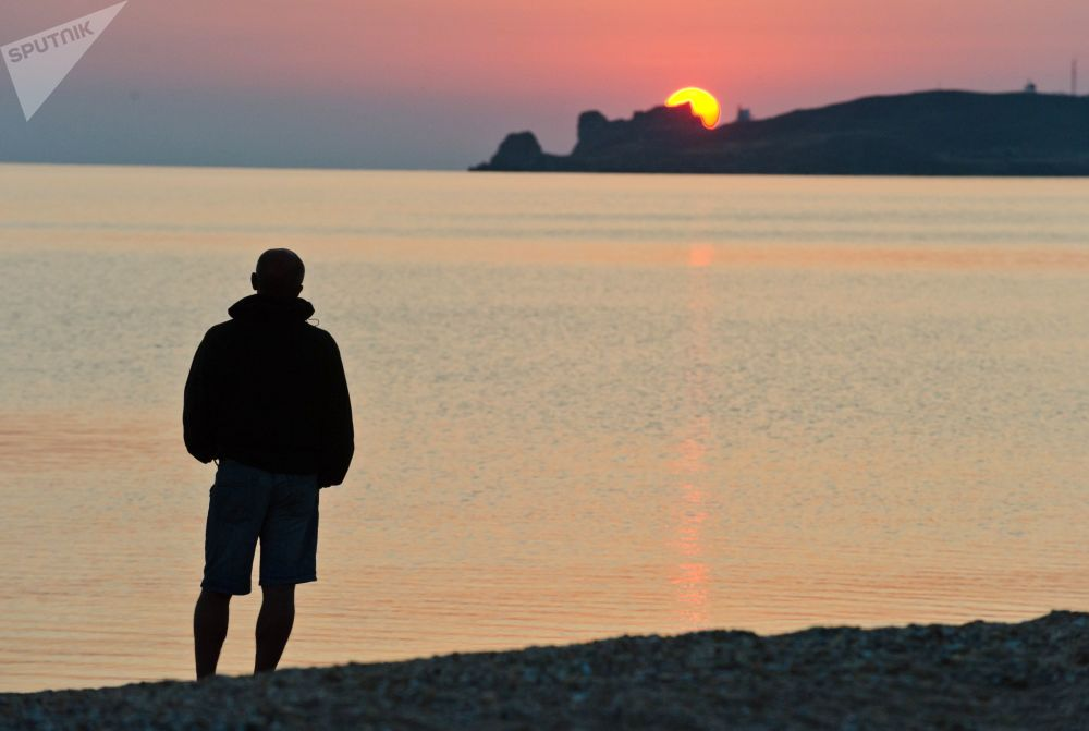 Wschód słońca nad brzegiem Morza Azowskiego