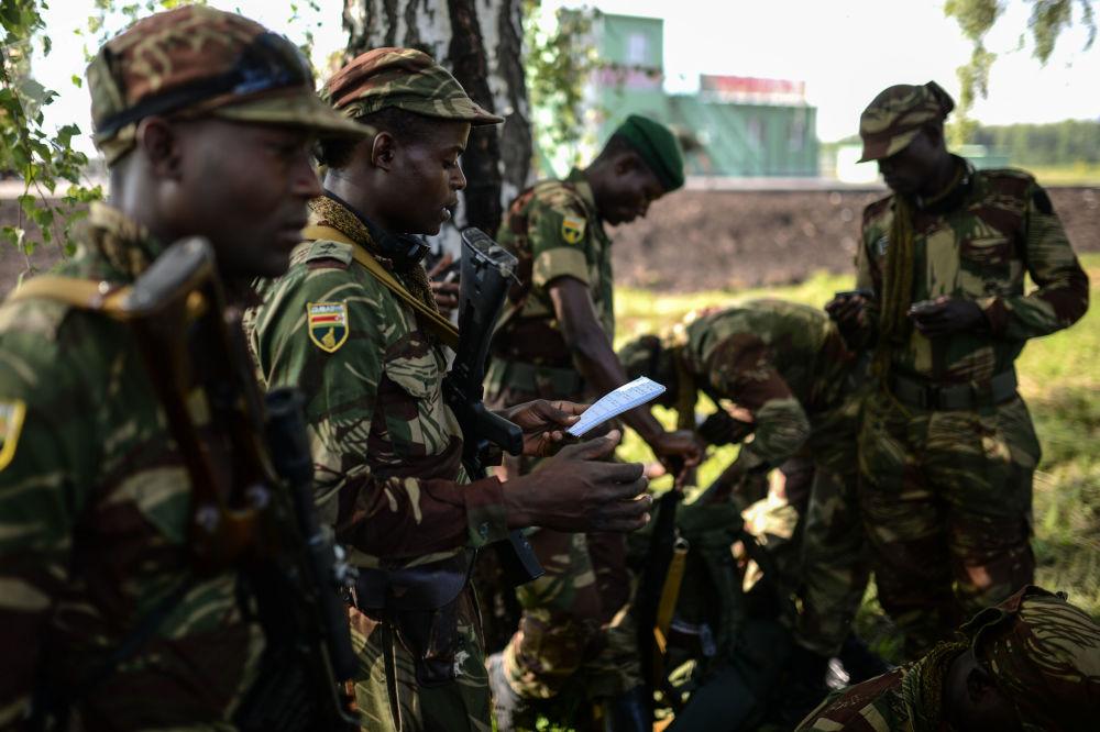 Żołnierze Sił Zbrojnych Zimbabwe podczas konkursu Najlepszy zwiadowca  w ramach międzynarodowych gier militarnych 2017