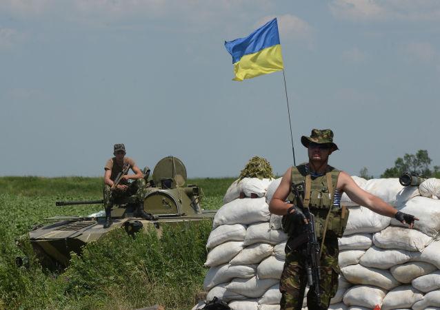 Punkt kontrolny ukraińskich wojskowych w miejscowości Amwrosijewka