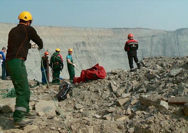 Оperacja ratunkowa w kopalni Mir.