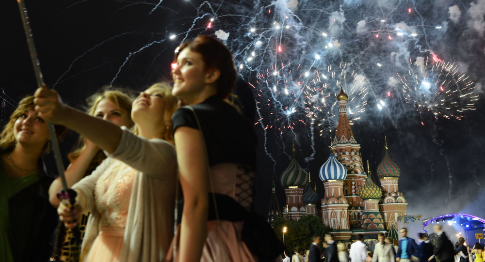 Bal maturalny na Placu Czerwonym w Moskwie