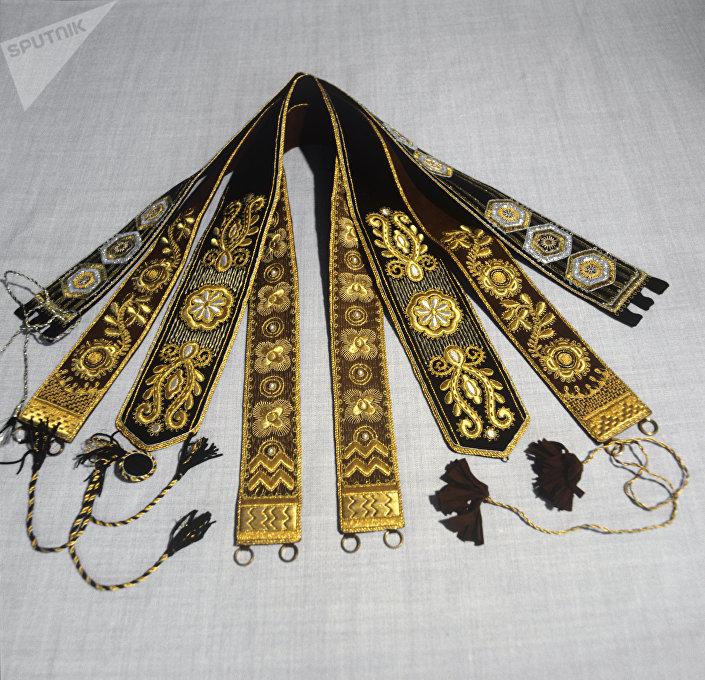 Pasy ze złotym haftem wyprodukowane w Torżoku.