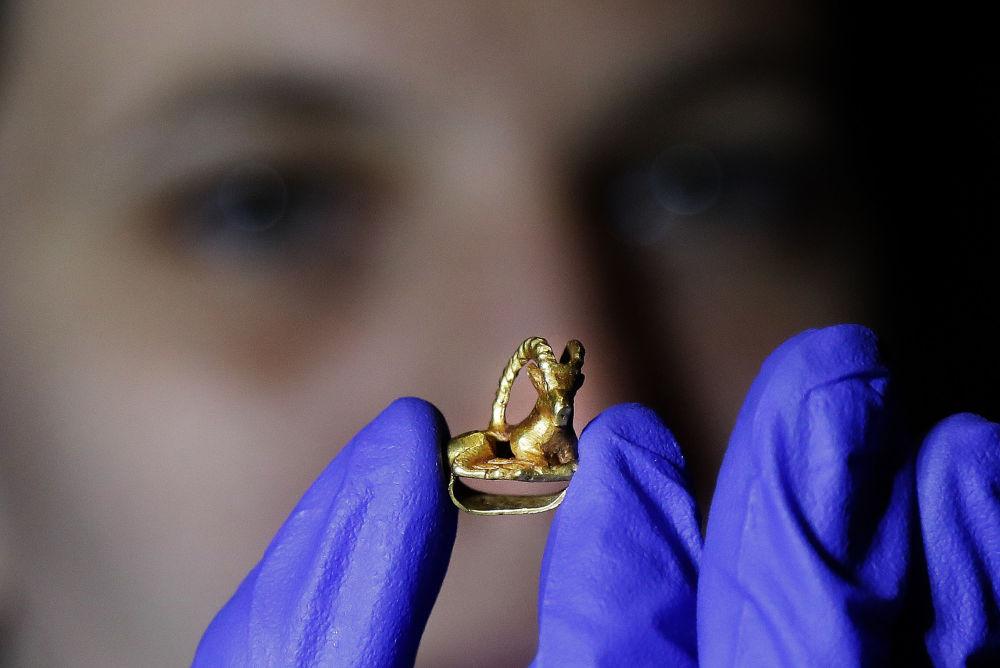 Scytowie słynęli wśród starożytnych narodów jako zręczni konni łucznicy, nieznający strachu i litości wojownicy. Do naszych czasów przetrwały ich bogate wyroby ze złota i srebra, z których część można będzie zobaczyć na wystawie w Londynie.