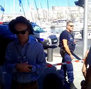 W Marsylii samochód wjechał w dwa przystanki autobusowe