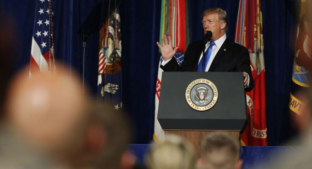 Prezydent Stanów Zjednoczonych Donald Trump przemawia w bazie wojskowej Fort Myer, Wirginia, USA