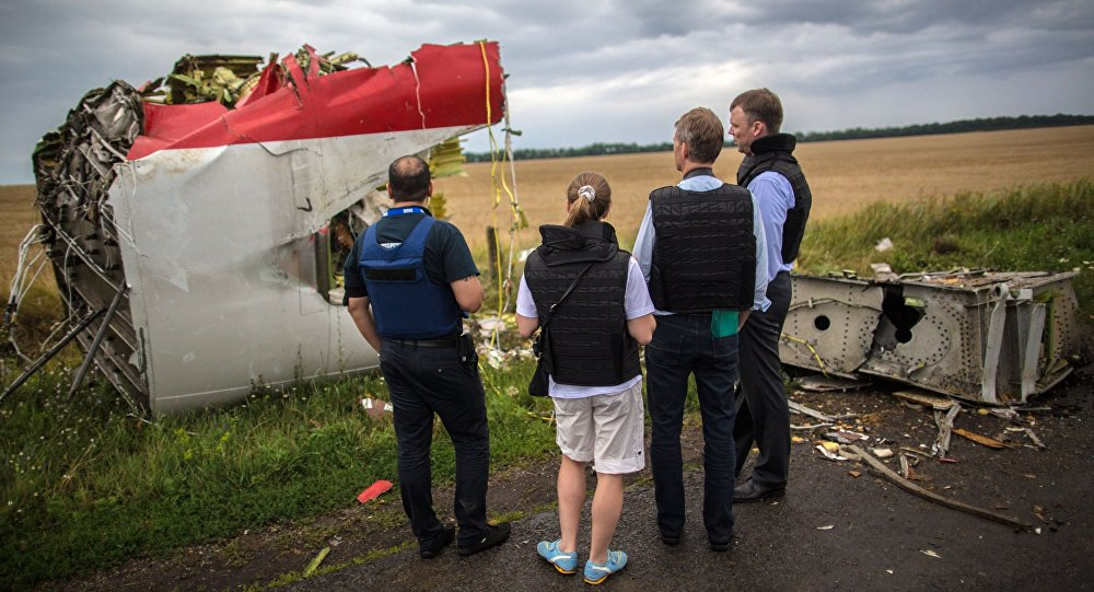 Boeing 777 linii lotniczych Malaysia Airlines, lecący z Amsterdamu do Kuala Lumpur, rozbił się 17 lipca 2014 roku nad Donbasem