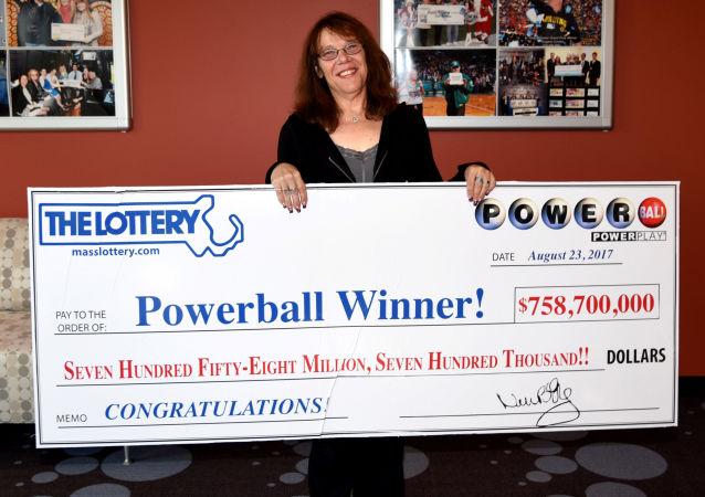 Amerykanka Mavis Wanczyk, która wygrał w loterii Powerball 758,7 milionów dolarów