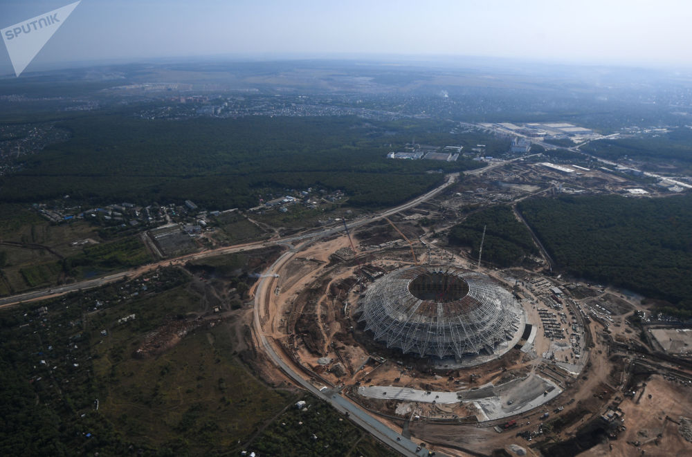 Widok z helikoptera na budowany stadion Samara Arena.