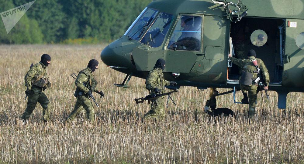 Białoruscy wojskowi w czasie przygotowań do wspólnych manewrów białoruskich i rosyjskich sił zbrojnych Zachód-2017 w  obwodzie mogilewskim
