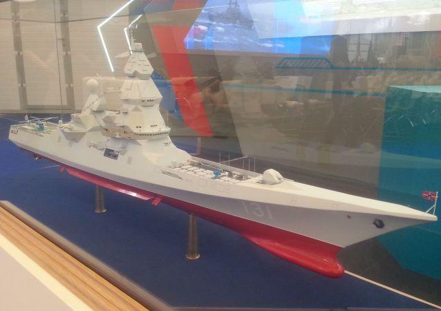 """Model niszczyciela projektu 23560 (""""Lider"""") na wystawie """"Armia 2015"""""""