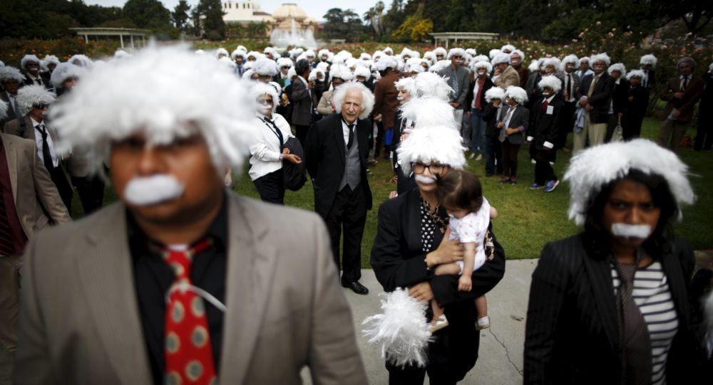 Rekord Guinnessa w zebraniu w jednym miejscu jak największej liczby Albertów Einsteinów, Los Angeles
