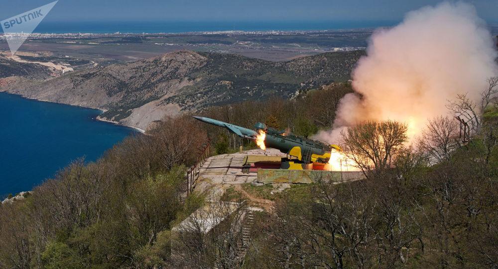 Odpalenie rakiety manewrującej w cel nawodny z nadbrzeżnego systemu rakietowego Uties