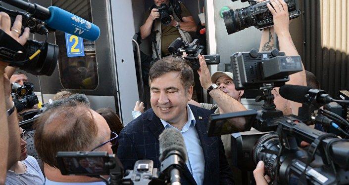 Michaił Saakaszwili na dworcu w Przemyślu