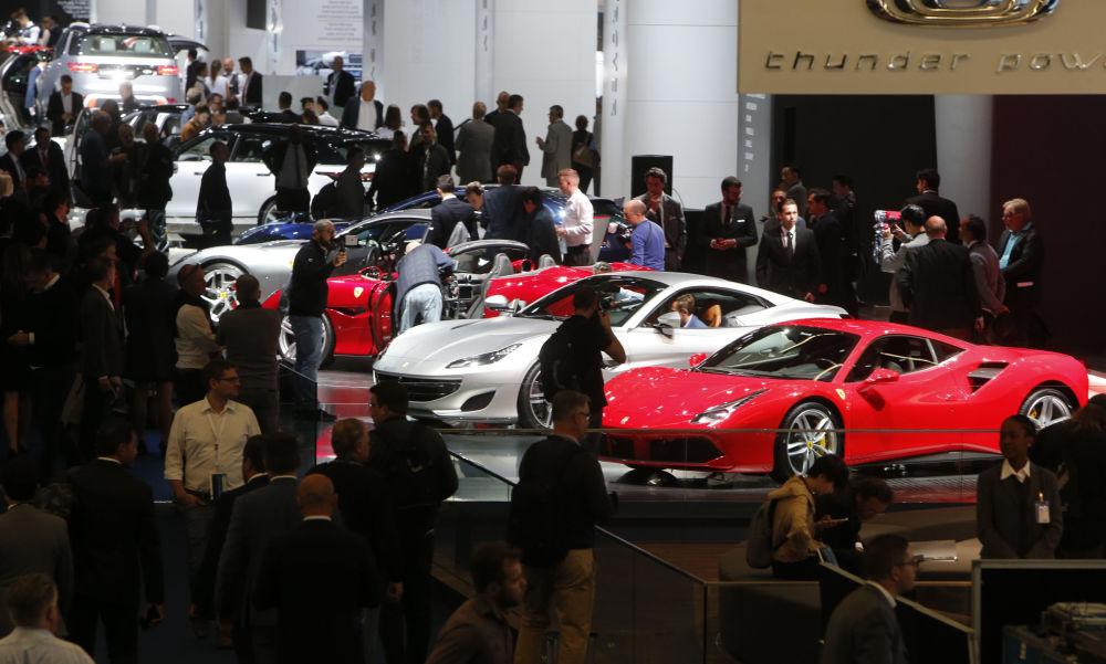 Ferrari podczas Międzynarodowego Salonu Motoryzacyjnego we Frankfurcie